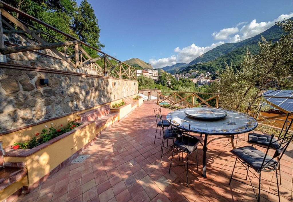 Area pranzo esterna Villa Lara Sicilia
