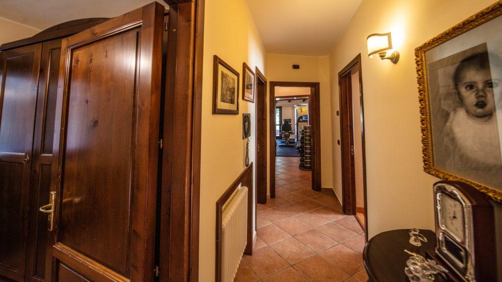 Corridoio primo piano Villa Lara Sicilia