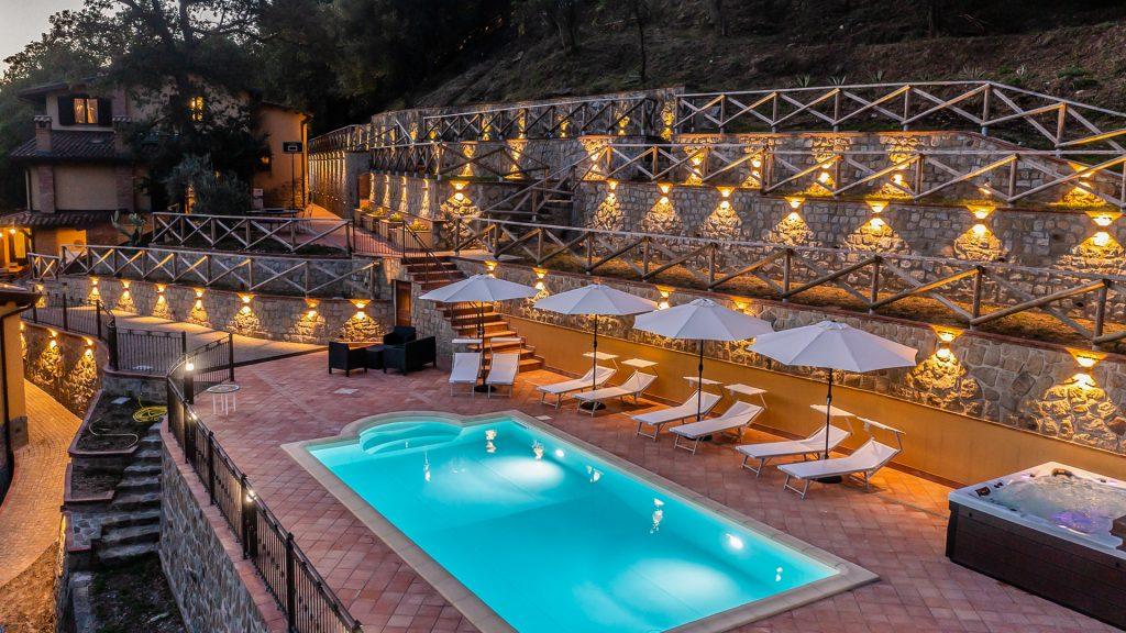Piscina e area esterna Villa Lara Sicilia
